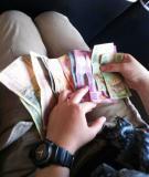 4 cách giữ tiền an toàn khi du lịch