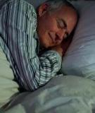 Cách chăm sóc giấc ngủ người cao tuổi