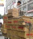 """Hàng """"nhái"""" Trung Quốc trong cuộc chiến với... hàng thật"""
