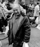 Làm thế nào để chụp những người bực bội, vô tư, hay cau có trên phố?