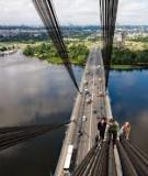 Tại Nga: chụp được một cái ảnh, mất mạng trẻ như chơi