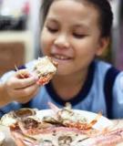 Khi nào có thể cho bé ăn hải sản