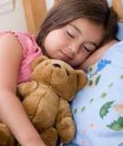 Giúp trẻ ngủ ngon như cún con no sữa