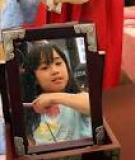 Chơi với gương giúp trẻ thông minh hơn