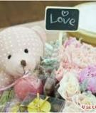 Hộp quà hoa và gấu siêu cute cho 8/3 thêm bất ngờ
