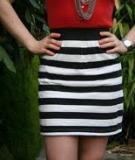 Tận dụng áo phông cũ may chân váy cá tính