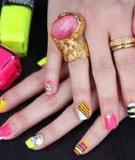 Sơn móng tay màu neon với 7 cách