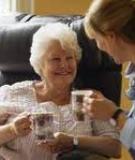 Chế độ dinh dưỡng và thuốc men hợp với người cao tuổi
