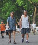 Vì sao người bệnh mạn tính nên đi bộ?