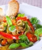 Salad ớt chuông và quả ô liu