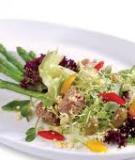Salad rau củ với lòng đỏ trứng đà điểu