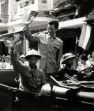Ai là tác giả bức ảnh Chủ tịch - Bác sỹ Trần Duy Hưng vẫy chào nhân dân Hà Nội ngày 10/10/1954 ?