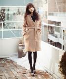 Trench coat và váy liền tự tin dạo phố đón mùa xuân mới