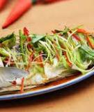 Cá trắm nhồi tỏi tây hấp