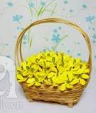 3 bước đơn giản làm giỏ hoa xuân vàng rực rỡ