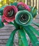 Tận dụng giấy bìa làm lọ hoa hồng đẹp lạ