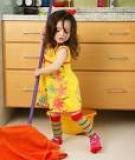 Khi bé yêu muốn giúp bạn việc nhà: Từ chối hay cổ vũ?