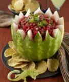 Tỉa dưa hấu thành giỏ hoa đựng salad đẹp mắt