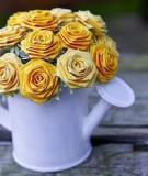 Bình hoa hồng xinh xắn từ giấy bìa