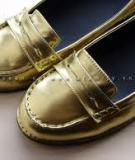 Biến giày cũ thành giày mới chỉ trong nháy mắt