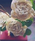 Bình hoa hồng Vintage từ các giấy báo cũ