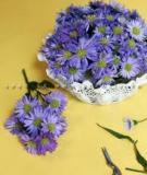 4 bước đơn giản biến miếng lót bàn thành bát cắm hoa