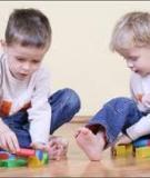 Dạy bé (3-4 tuổi) biết chia sẻ