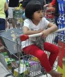 Bé yêu học được gì khi đi siêu thị cùng mẹ?