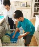 Dạy trẻ học qua các hoạt động giúp đỡ cha mẹ làm việc nhà