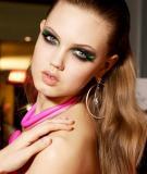 Những kiểu làm đẹp đang 'hot' trên sàn catwalk quốc tế