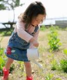 """""""Chơi trồng cây"""" giúp trẻ làm quen với thiên nhiên"""