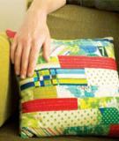 Tận dụng vải vụn để làm gối dựa trang trí