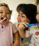 Mẹo nhỏ giúp bé vui vẻ khi đánh răng