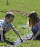 Sạch quá có phải thực sự tốt cho sức khỏe của trẻ?