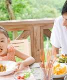 5 thời điểm bạn không nên cho trẻ ăn