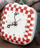 Biến hộp nhựa đựng đồ ăn thành đồng hồ để bàn xinh xắn