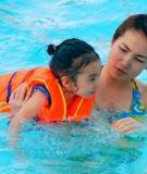 """Bảo vệ đôi mắt cho trẻ trong """"mùa bơi lội"""""""