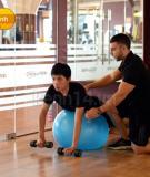 Cải thiện cơ lưng cùng bài tập tạ với bóng