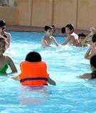 Kinh nghiệm quý báu khi cho trẻ học bơi