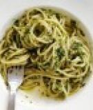 Mì Ý với cải bó xôi và xà lách xoong