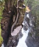 Những cầu thang nguy hiểm nhất thế giới