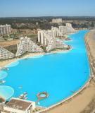 Tung tăng bơi lội tài hồ bơi lớn nhất thế giới