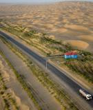 Vành đai xanh trên đường cao tốc Tarim xuyên qua sa mạc Taklamakan