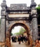 Cổng làng Mỏ Thổ - nét kiến trúc văn hoá làng Việt