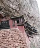 Chùa Huyền Không (Trung Quốc): Ngôi chùa cầu vồng thách thức với trời xanh