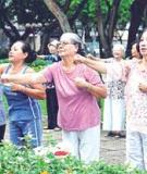 Người cao tuổi làm gì để giảm bệnh tật