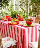 Trang trí cho bữa tiệc ngoài trời bằng khăn trải bàn