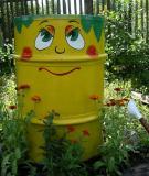 Tạo điểm nhấn cho sân vườn với thùng phi cũ