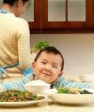 Phương pháp trị bé biếng ăn vì quá hiếu động