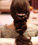 Tết tóc nữ tính cùng bạn gái